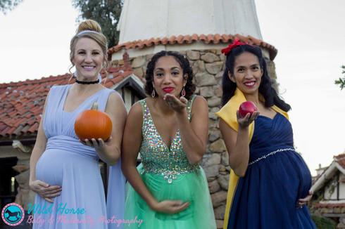 Cinderella Tiana Snow White having fun