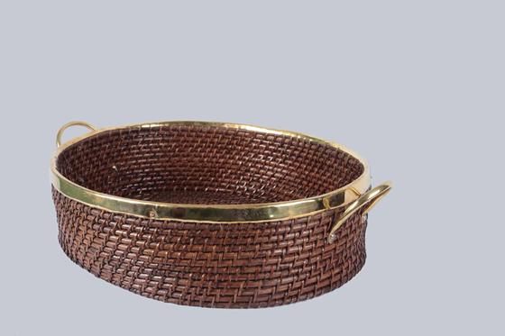 Oval basket with Handle