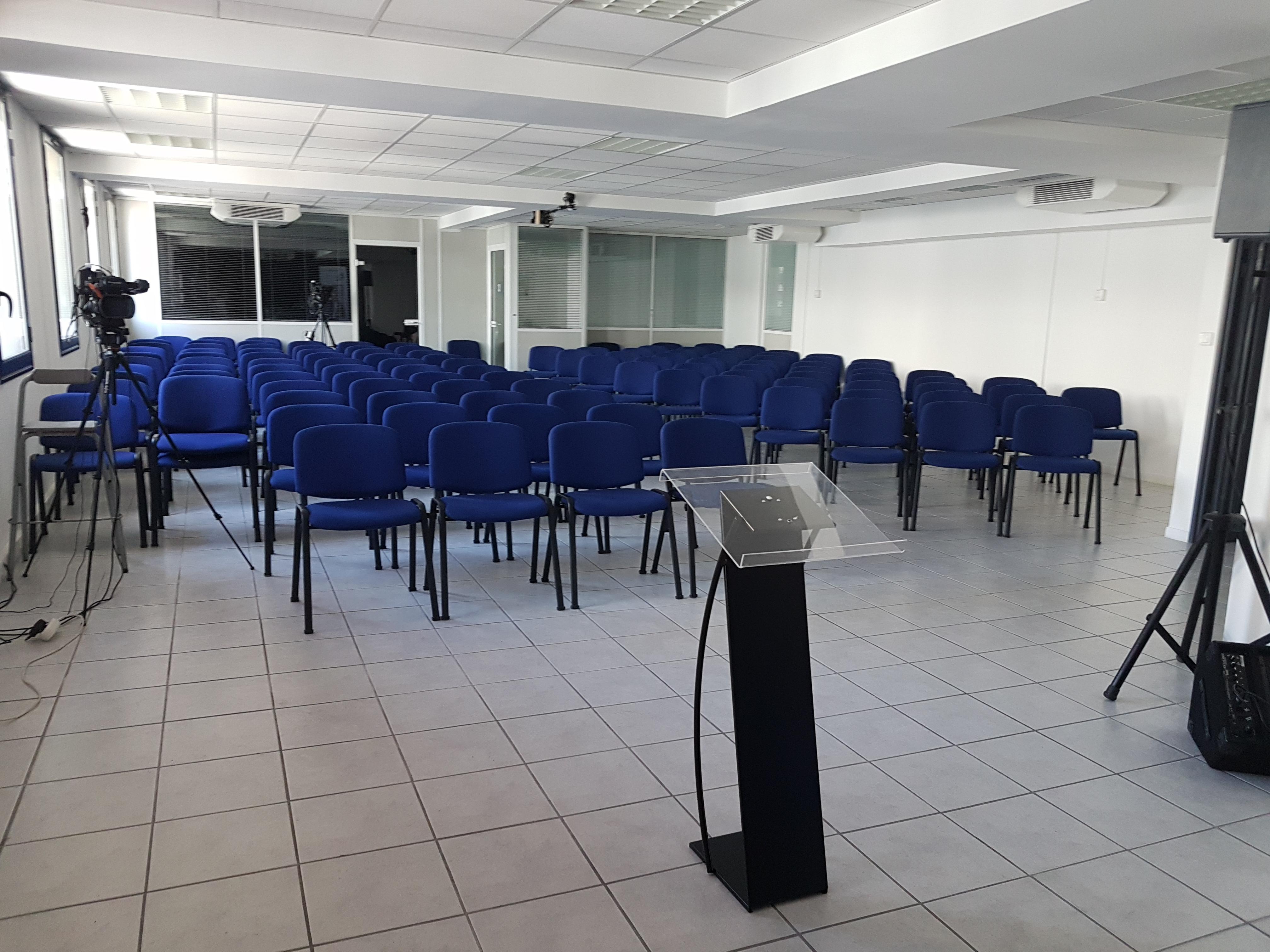 Salle de conférence 120 places