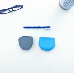 Cajitas y cepillo para limpiar el aparato