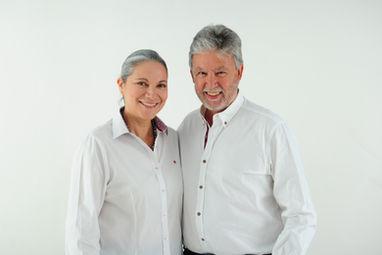 Dr. Palomares y Dra. Carina de GM Ortodoncia en Algeciras sonrientes