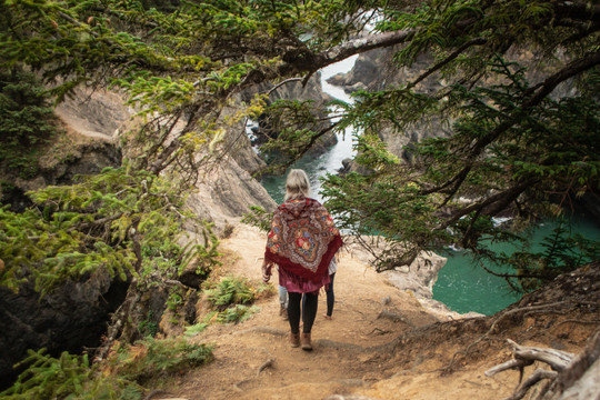 Daria hiking on to Natural Bridge