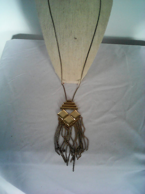 gold plate necklace with & pendent at the end