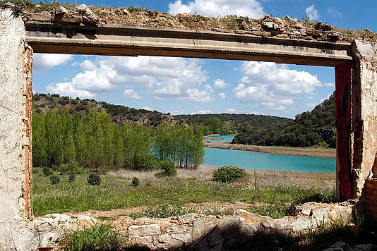 Ventana al parque natural Lagunas de Ruiera, Laguna Tinaja, Antiguedad, Ruinas arqueológicas