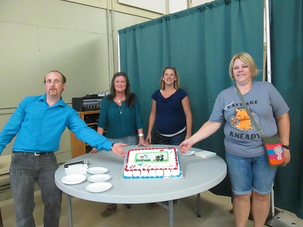 pet expo -organizers cut cake.JPG