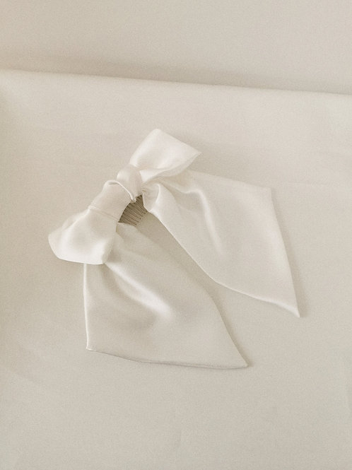 The Lucy Bow in Silk with Extra Length