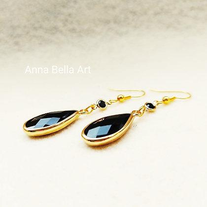 Anna Line oorbellen - Kristal druppel zwart - Goudkleur
