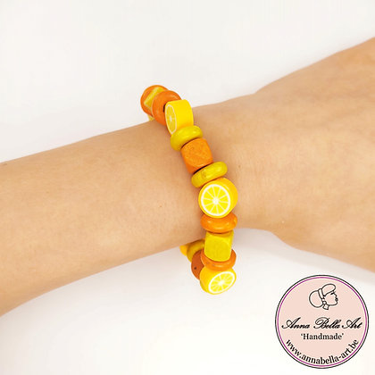 Little Anna appelsien-houten kubus armband - geel-oranje - op elastiek