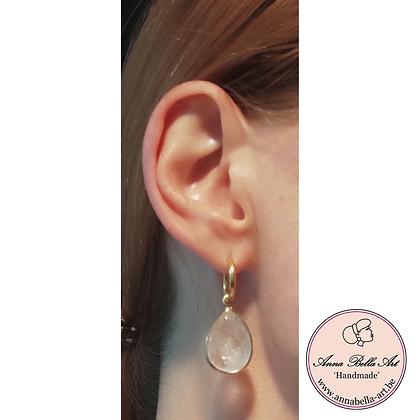 Anna Line oorbellen - Witte transparante druppel natuursteen - goud
