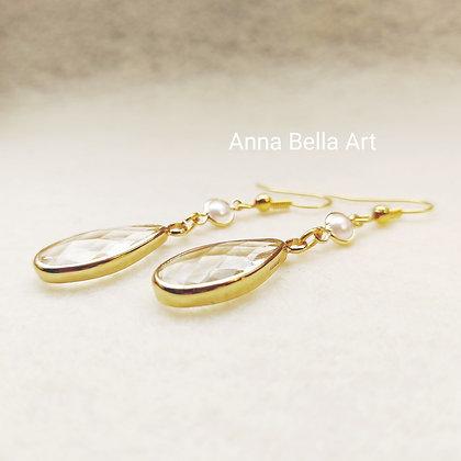 Anna Line oorbellen - Kristal druppel transparant - Witte parelmoer - Goudkleur