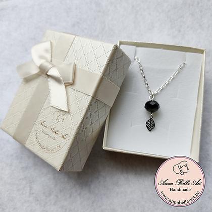 Anna Line Halsketting Vero - zilver - zwarte Swarovski kristal - blad