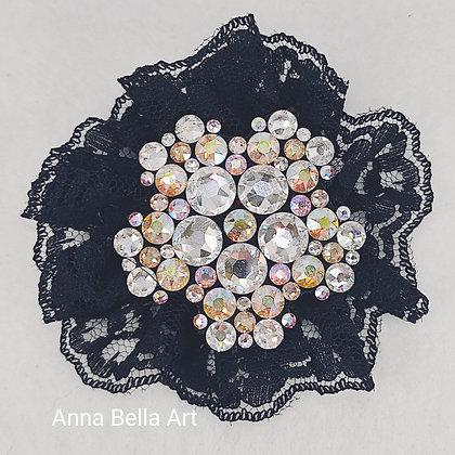 Bella Line Broche/sierspeld Lisa - Swarovski - Diamant & regenboog - Zwarte kant