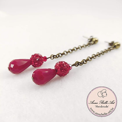 Anna Line druppel oorbellen - Rood kristal en Swarovskiparel - brons