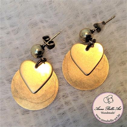 Anna oorbellen - Gouden schijfje met goudkleurig hart