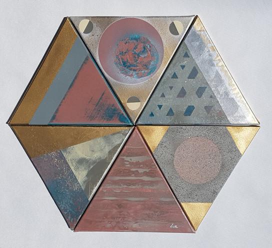 Collection 'Entre cubisme et space painting' * 2018 Peinture sur toile - acrylique, arosol - 6 châssis triangulaires 30*30*30cm