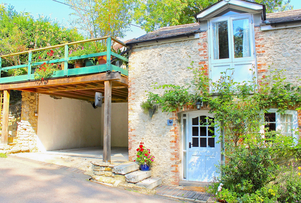 Little Roost with carport and roof terrace