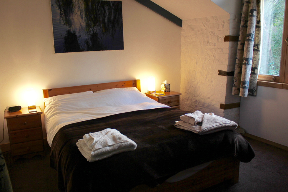 bedroom upstairs - luxury cotton linen and towels provided