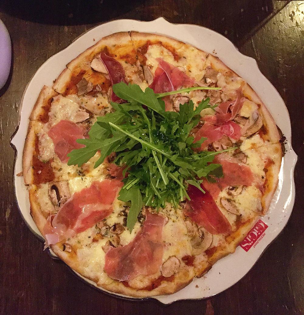 Pizza en restaurante Gigi's