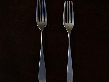 新作のフォークと、定番のフォーク。(大きさの差は数ミリ)
