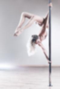 Pôle dance ou pole silk ? Les 2 ! Chorégraphies et acrobaties sont au RDV