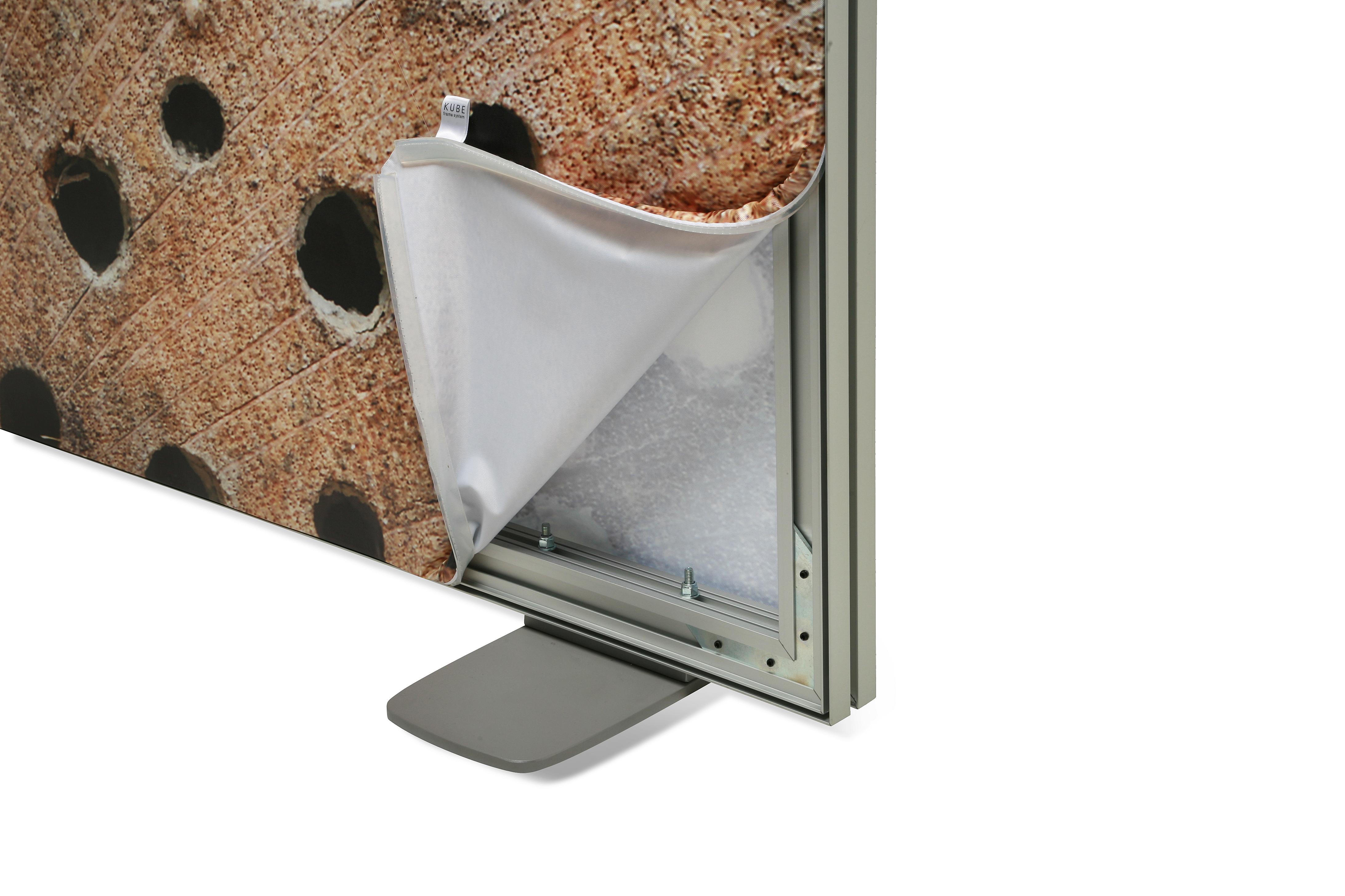 Freestanding Frame 47