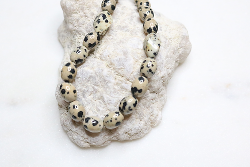 statement necklace, jewelry, costume jewelry, statement piece, black necklace, white necklace, beaded necklace, fashion