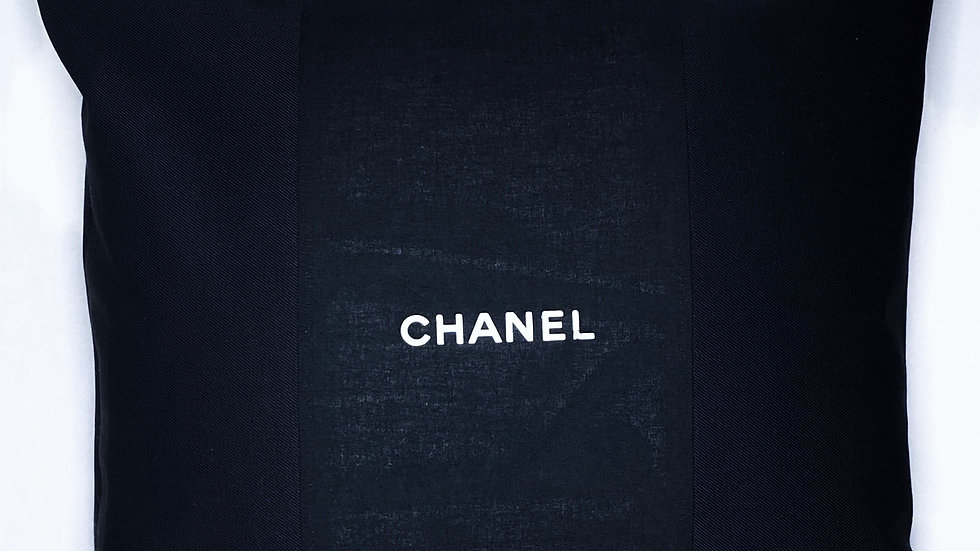 Coussin upcyclé Chanel