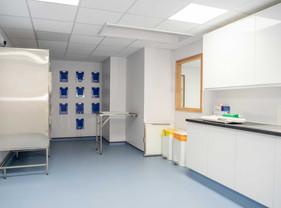Farnham-Vet-Hospital-equipm-room-6--2015