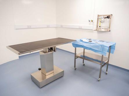 Farnham-Vet-Hospital-equipm-room-4--2015