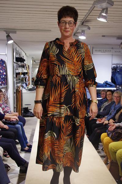 Lene i flot mønstret kjole