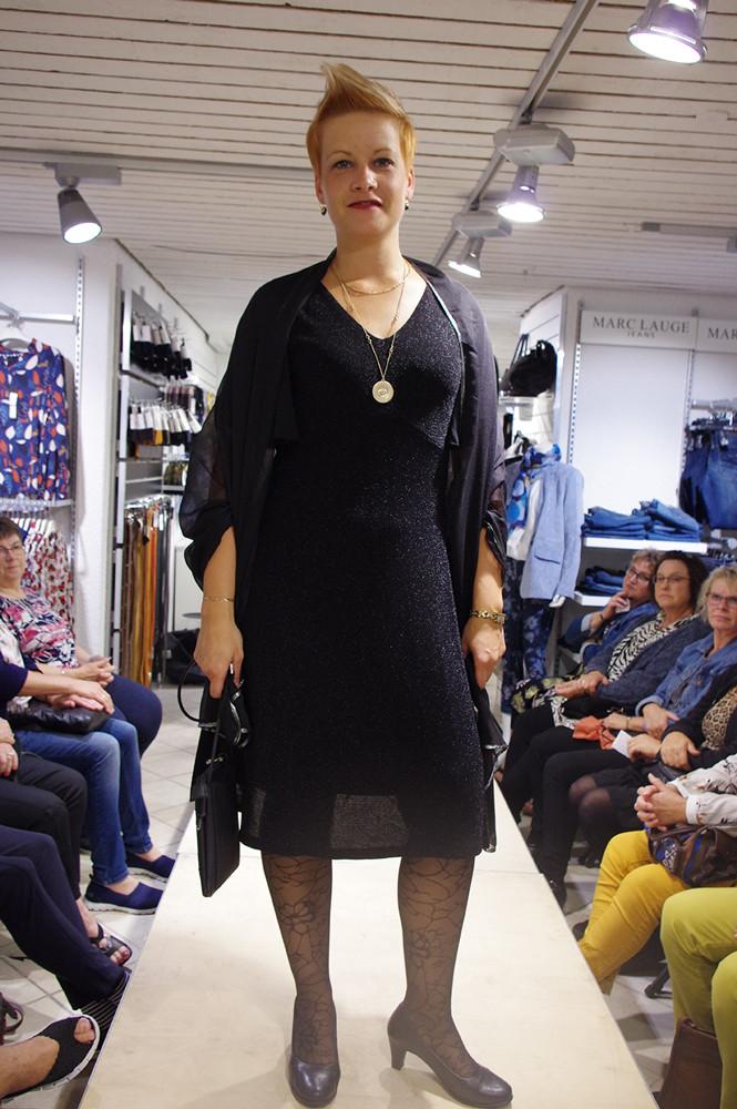 Maria elegant i sort kjole