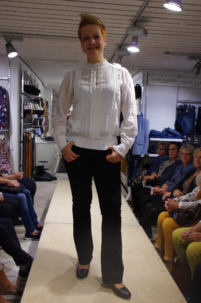 Maria i elegant skjorte!