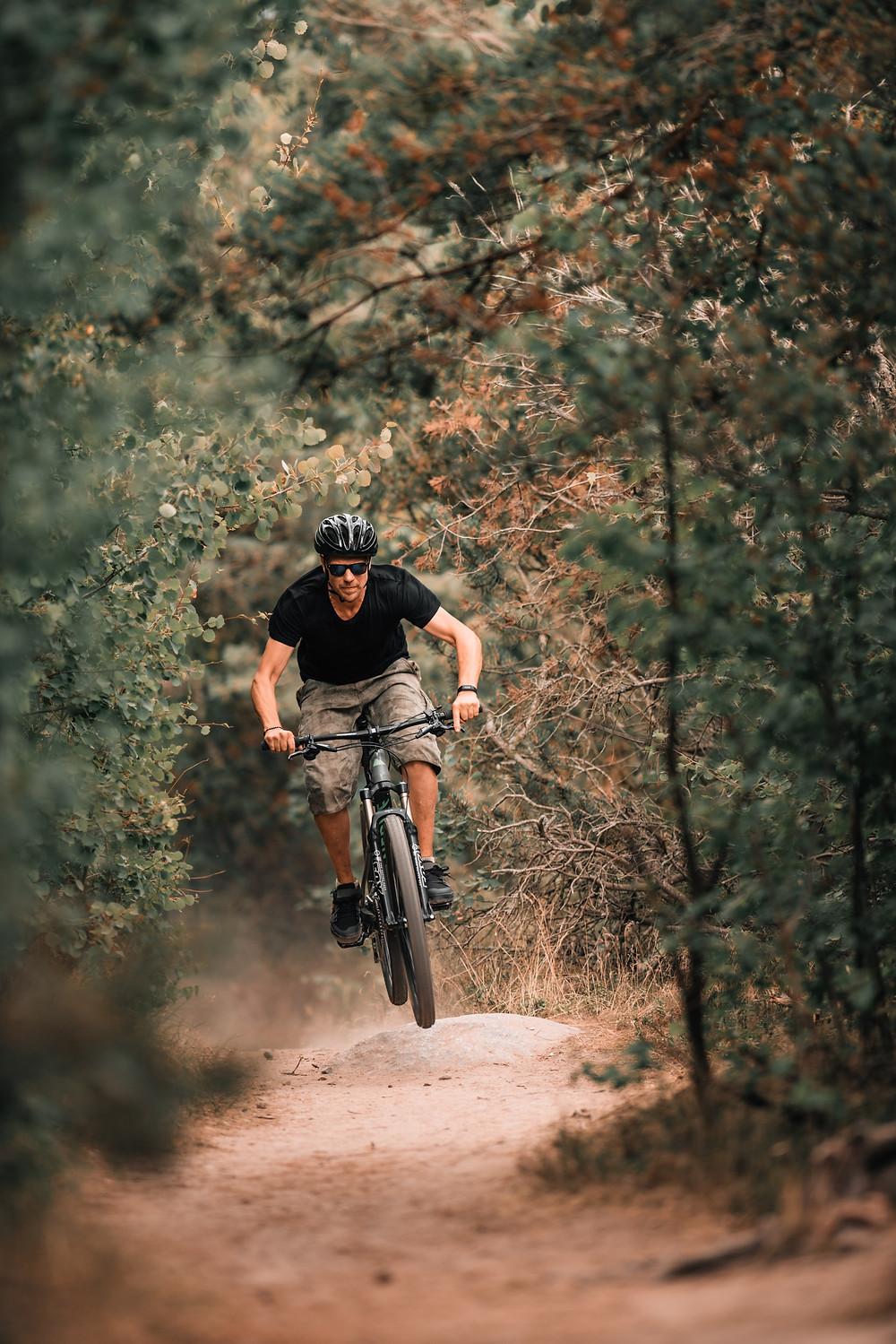 La vie, c'est comme la bicyclette, il faut avancer pour ne pas perdre l'équilibre. Albert Einstein Les thérapies brèves des solutions pour devenir le pilote de notre vie!! Bioénergie / hypnose / kinésiologie Aix en Provence