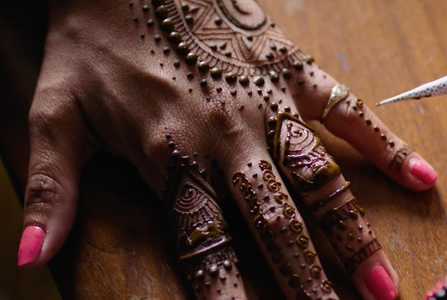 Airbnb - Henna Experience