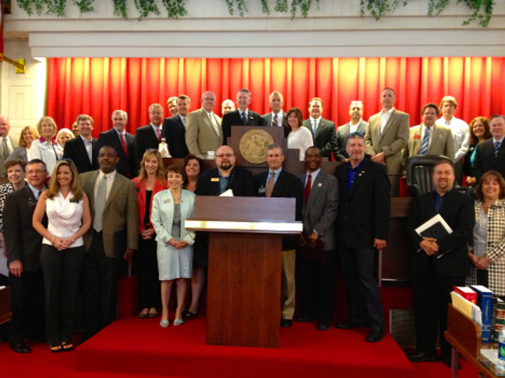 Charlotte REALTORS join Speaker Thom Tillis, Rep. Bill Brawley and NAR President Gary Thomas on the NCGA House floor.