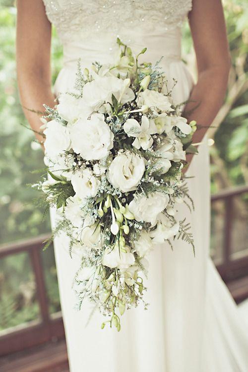 kaskadowy bukiet ślubny