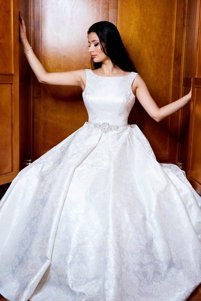 Suknia ślubne ADORA kolekcja BASILE model B09