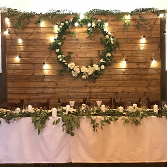 Zimowe wesele skąpane w gipsówce i eukaliptusie