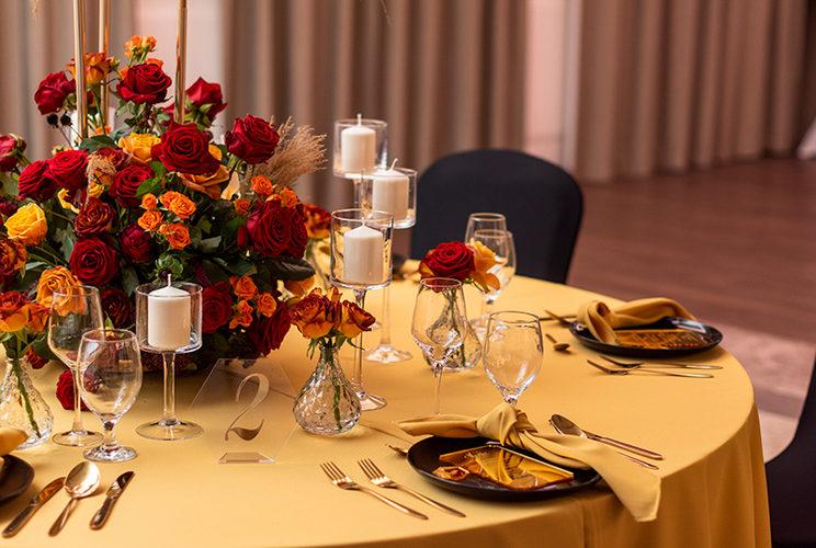 jesienna aranzacja stołu weselnego