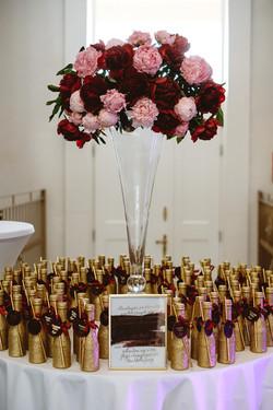 dekoracja ślubna burgund złoto