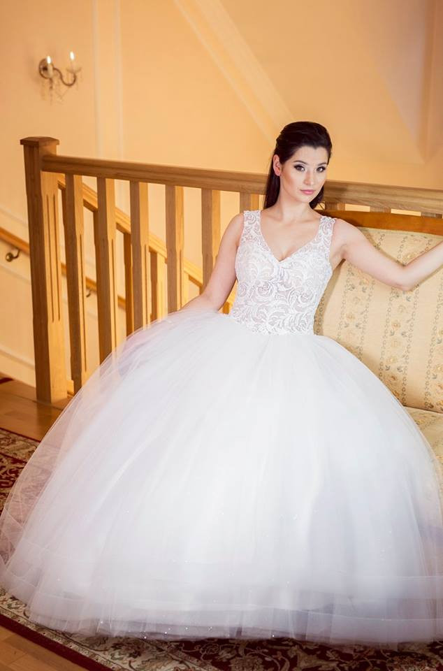 Suknia ślubne ADORA kolekcja BASILE model B14