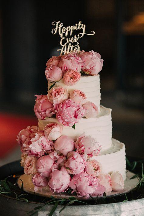 dekoracja tortu weselnego piwonie