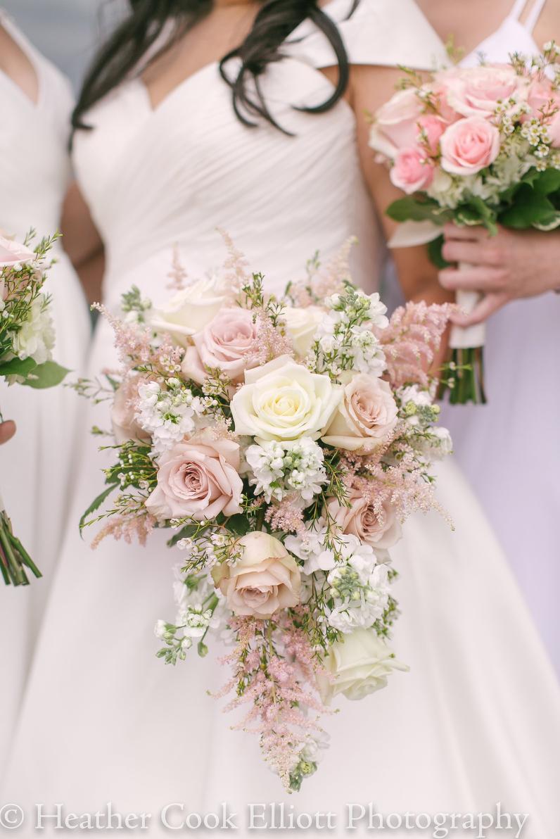 bukiet ślubny pastelowy kaskadowy