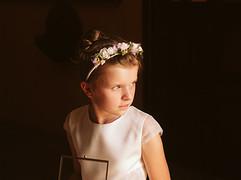 ślub - dziewczynka ze szkatułką