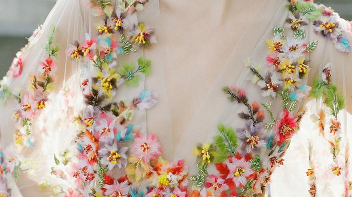 Suknie ślubne w kwiaty - romantyczny trend, który pokochałam