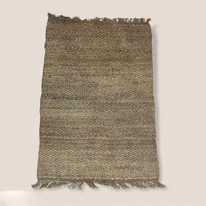 Velký koberec se stříbrnou nití