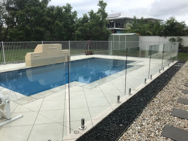 thumbnail_Pool Fence Pelican Waters Glass