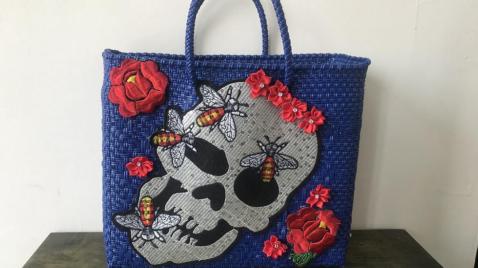 Bolsa azul con flores
