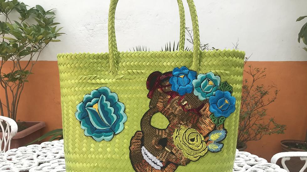 Bolsa verde con calavera