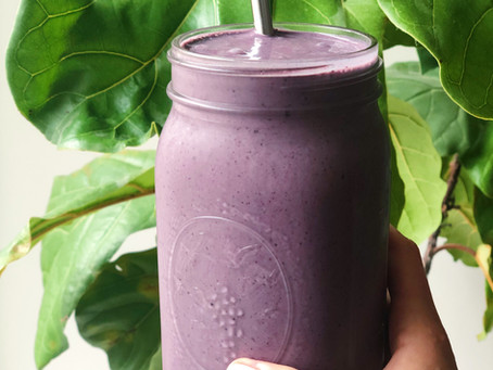 MANGO, BERRY & GREENS SMOOTHIE